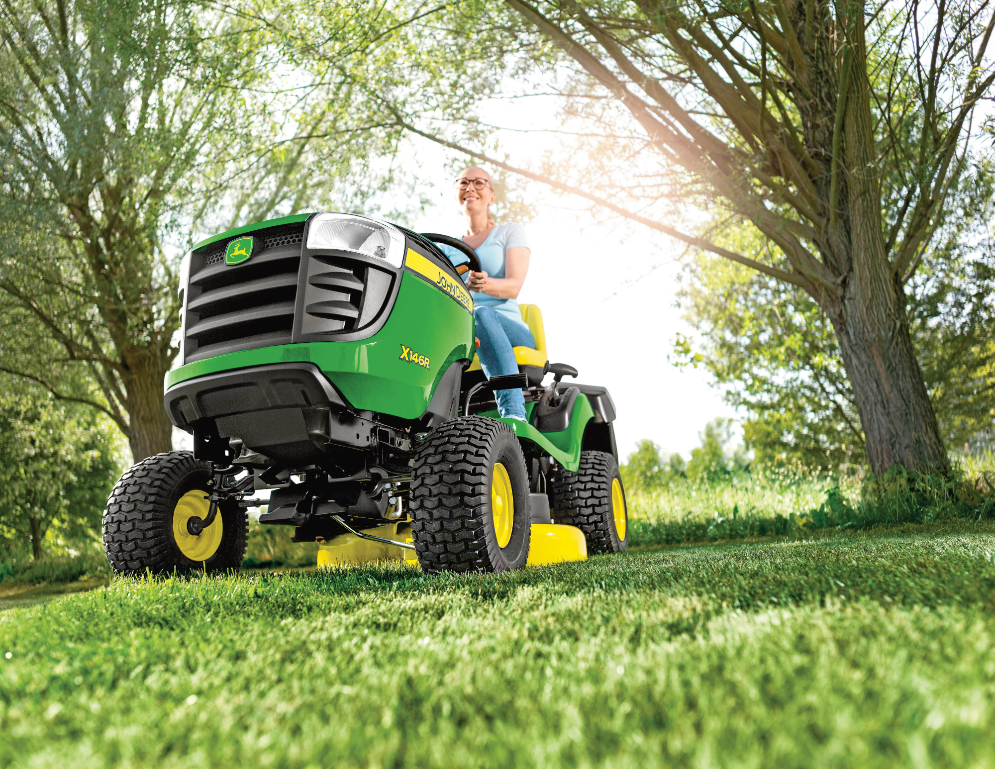 END OF SEASON SPECIAL! John Deere X146R ride on mower
