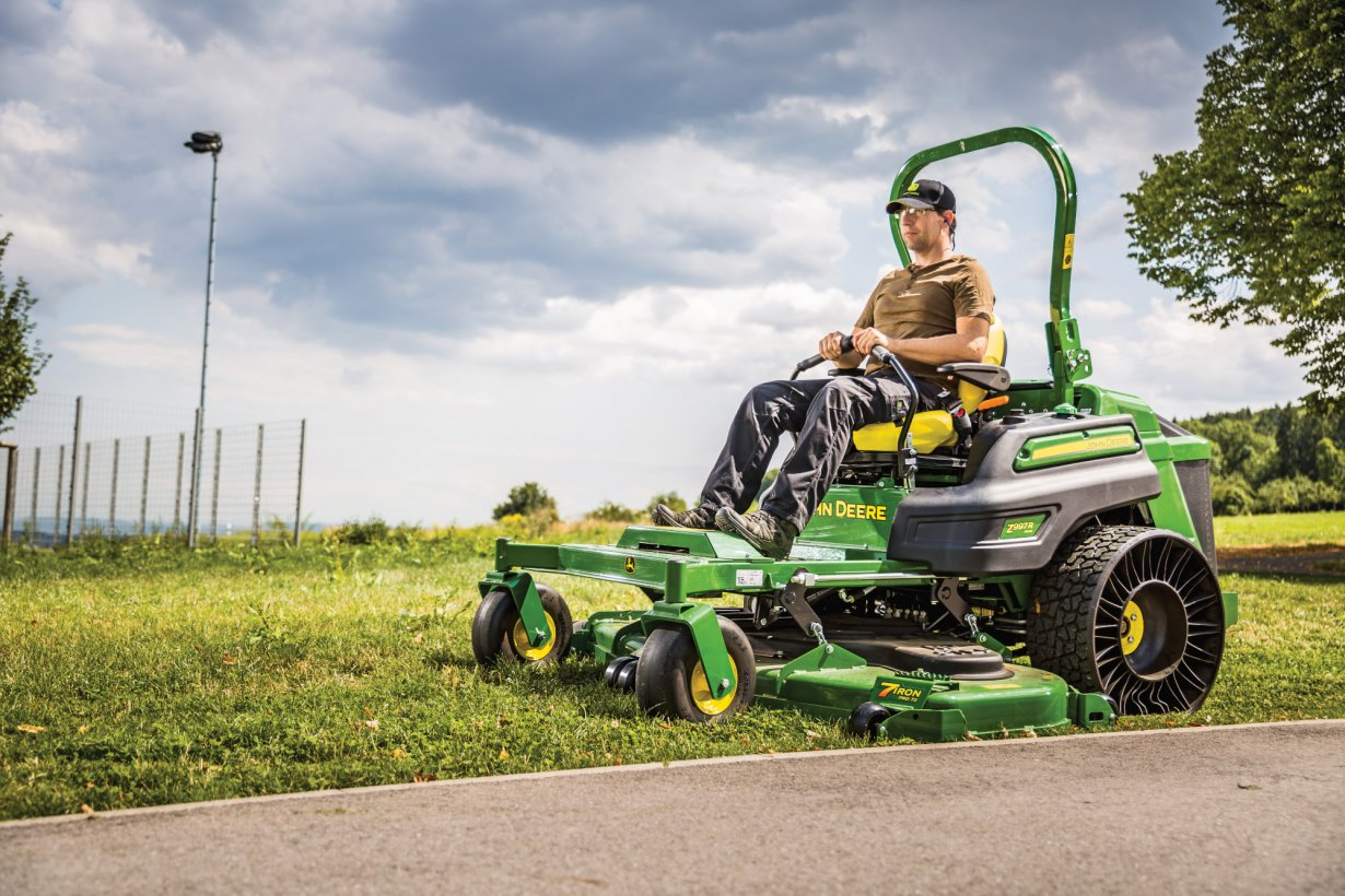 John Deere Z997R Zero-Turn Mower