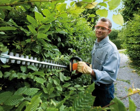Battery & Electric Hedge Trimmers & Long-Reach Hedge Trimmers