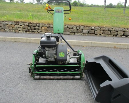 John Deere 220C Greens Mower