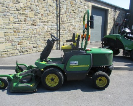 John Deere 1445 out front rotary mower
