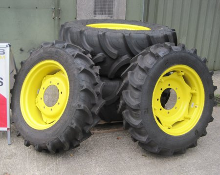 John Deere Wheels&tyres for a 5075E